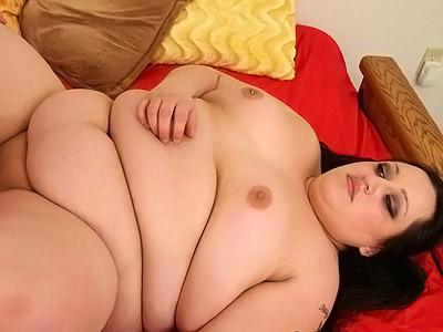 Tattoed plumper having her juicy cunt lips spread for a fuck