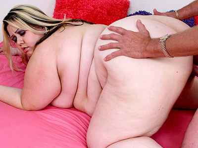 Fat blonde chick gets her face hole banged